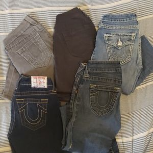 5 pairs True Religion skinnies. Size 25